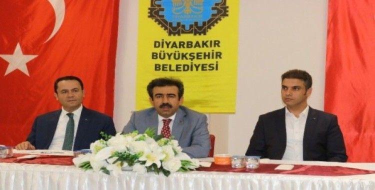 Vali Güzeloğlu, aşure ikramı programında vatandaşlarla bir araya geldi