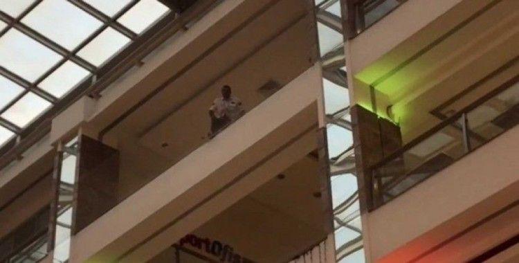 (ÖZEL) Bakırköy'de AVM'de intihar girişimi