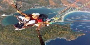Genç paraşütçü memleketi Burdur'da toprağa verildi.