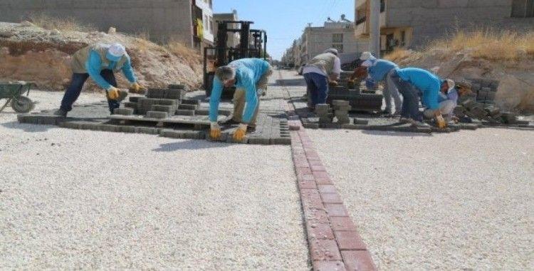 Haliliye'de açılan yollarda kilitli parke döşeniyor
