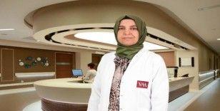 """(ÖZEL) Radyoloji Uzmanı Doç. Dr. Gümüş: """"Düzenli mamografi takibi ile meme kanseri daha erken evrede saptanabilir"""""""