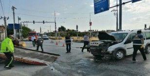 Ahlat'ta yabancı uyruklu kaçak göçmenleri taşıyan minibüs kaza yaptı