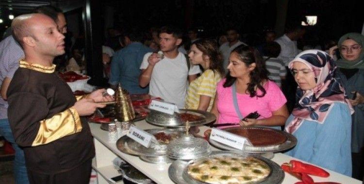Urfa isotu ve çiğ köftesi Gastroantep Festivali'nde yoğun ilgi gördü
