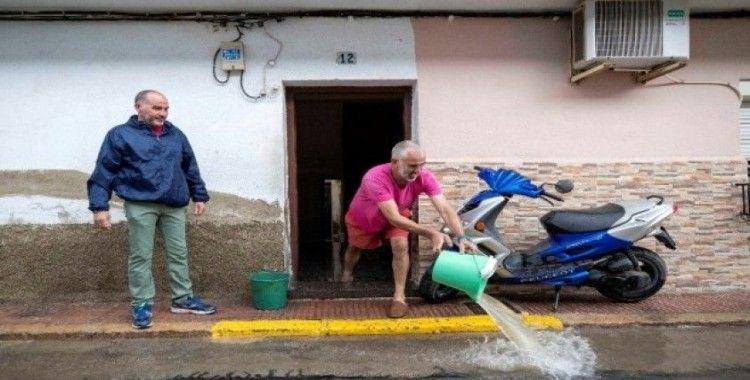 İspanya'yı sel vurdu: 3 ölü