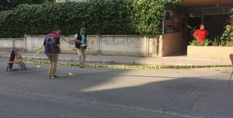 Dükkanının önünde husumetlisince tabancayla vuruldu