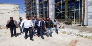 Başkan Ensari'den yapımı devam eden hastane inşaatında inceleme