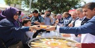 Başkan Göksu'dan vatandaşlara aşure ikramı