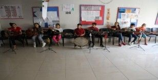 Suriyeli çocuklar savaşın izlerini müzikle siliyor