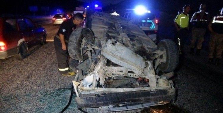 Tokat'ta karşı yöne geçerek çarpışan otomobil ters döndü: 5 yaralı