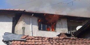Ahşap evde çıkan yangın korkuttu