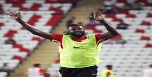 Adebayor ilk golünü attı