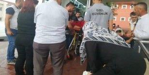 Ceviz toplarken ağaçtan düşen yaşlı adam ağır yaralandı