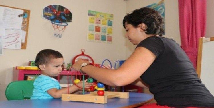 Çocuk gelişimi ve eğitimcileri, anne ve babalara kılavuz oluyor