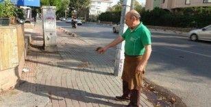 (Özel) Kadıköy'de otomobilin kaldırıma daldığı kaza kamerada