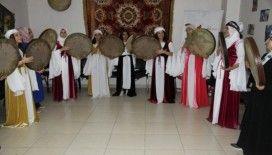 Erbane grubu kuran kadınlar, yöresel kıyafetleriyle sahneye çıkmaya başladı