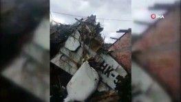Evin çatısına küçük uçak düştü, 7 ölü