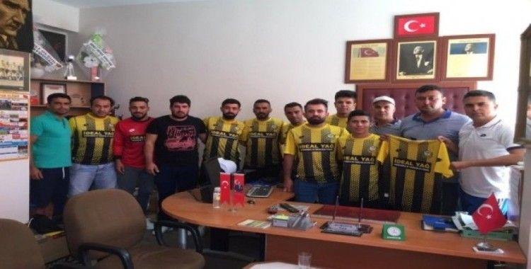Salihli Kapancıspor transferlerini tanıttı