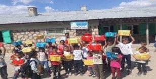 Sosyal projelerin öncüsü Ceylan Karavil Park köy çocuklarını mutlu etti