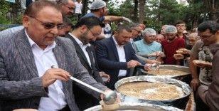 AK Parti İl Başkanlığı aşure ikram etti