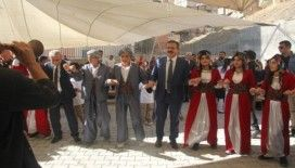 Hakkari'de İlköğretim Haftası halaylarla kutlandı