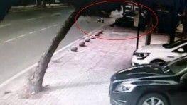 Otomobilin kaldırıma daldığı kaza kamerada