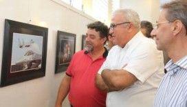 Efeler'de 41 hekimden karma resim sergisi