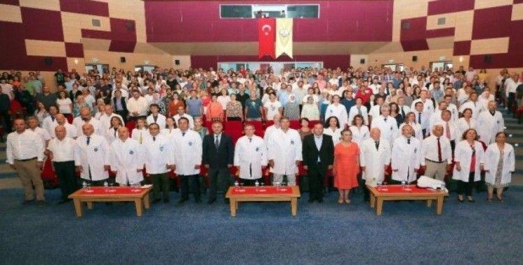 Trakya Üniversitesi Tıp Fakültesi'nin çiçeği burnunda öğrencileri, beyaz önlüklerini giydi