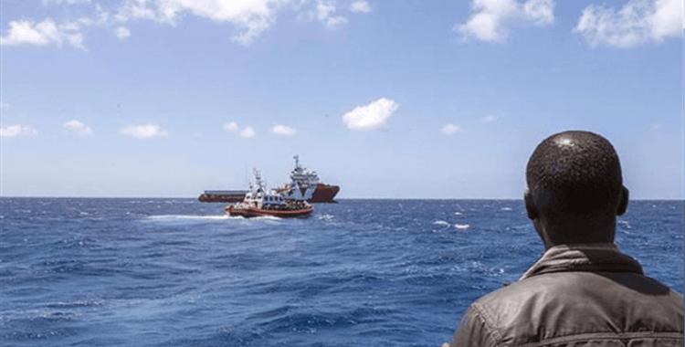 Tunus'ta göçmenleri taşıyan tekne battı: 2 ölü