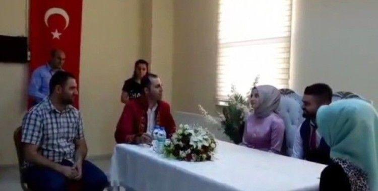 İşitme engelli çiftin nikahı işaret diliyle kıyıldı