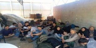 Ayvalık'ta 73 düzensiz göçmen ve 3 organizatör yakalandı