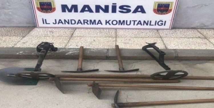 Manisa'da defineciler suçüstü yakalandı