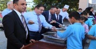 Başkan Işıksu aşure etkinliklerinde öğrencilerle buluştu