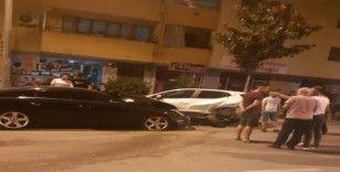 Kontrolden çıkan otomobil 11 araca birden çarptı