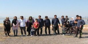 Ayvalık'ta 18 kişilik bir aile olan göçmen grubu yakalandı