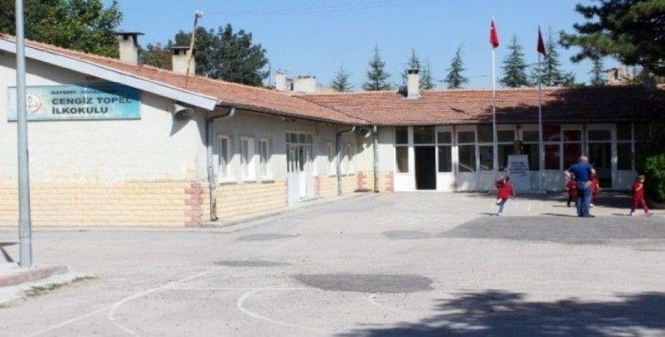 Veliler 'İlkokul yıkılacak' iddiası ile Valiliğe koştu