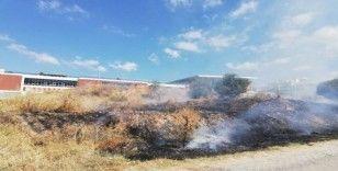 Spor tesisi önündeki yangın korkuttu