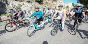 Kanserle mücadele eden çocuklar için pedal çevirdiler