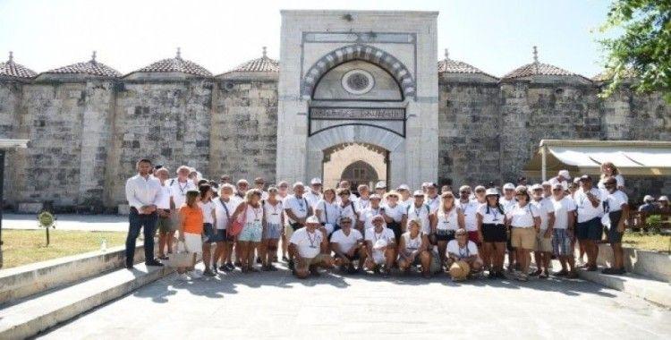 Yelkencilerden oluşan 135 kişilik turist kafilesi Tarsus'u gezdi