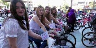 Nazilli'de süslü kadınlar bisiklet turu düzenledi