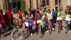 Süslü kadınlar bisiklet turu düzenlendi