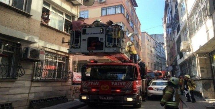 Fatih'te 5 katlı binada yangın paniği