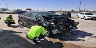 Aksaray'da otomobil kamyona arkadan çarptı: 2'si çocuk 4 yaralı