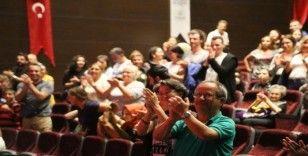 Tek kişilik oyun 'Külahıma Anlat' Maltepe'de ayakta alkışlandı