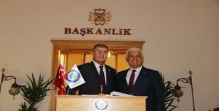 Arnavutluk Avlonya Valisi Başkan Gürün'ü ziyaret etti