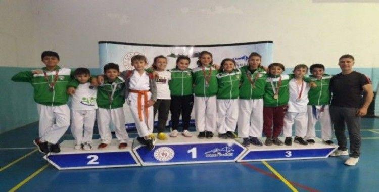 Mustafakemalpaşa Belediyesporlu karatecilerden büyük başarı
