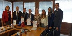 Türk ve Kosovalı hemşireler arasında işbirliği protokolü imzalandı