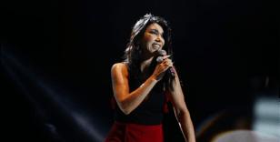 Hande Yener dansçılarıyla sahnede coştu