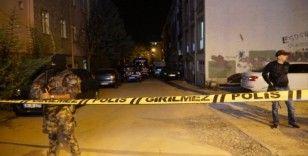 Adana'da polis servisine saldırı düzenleyen teröristler etkisiz hale getirildi