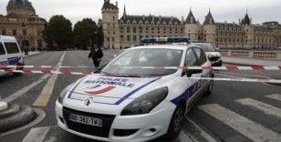 Paris'teki bıçaklı saldırgan polis çıktı: 4 ölü