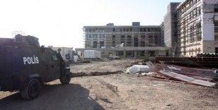 Diyarbakır'da inşaat iskelesi çöktü: 2'si ağır 3 işçi yaralı
